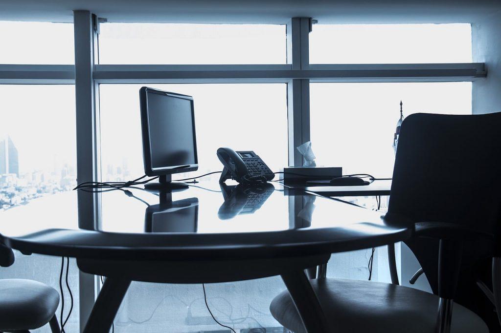 mesa de escritório vazio