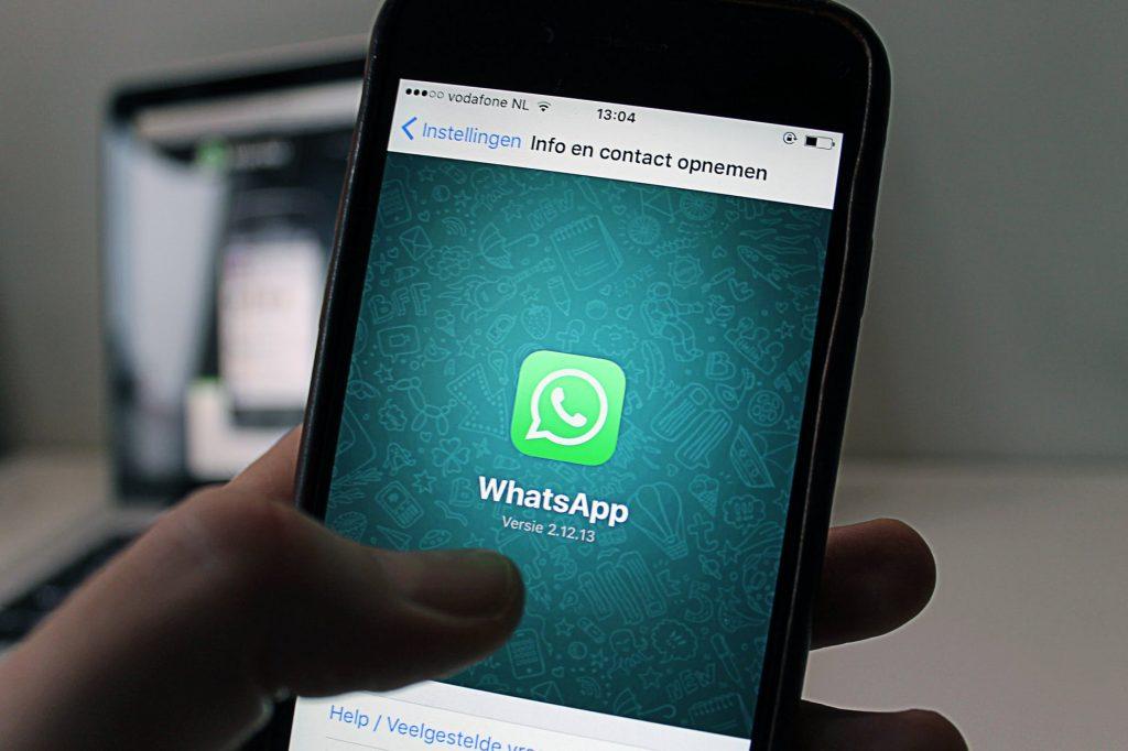 tela do celular com o whatsapp para corretores de imóveis